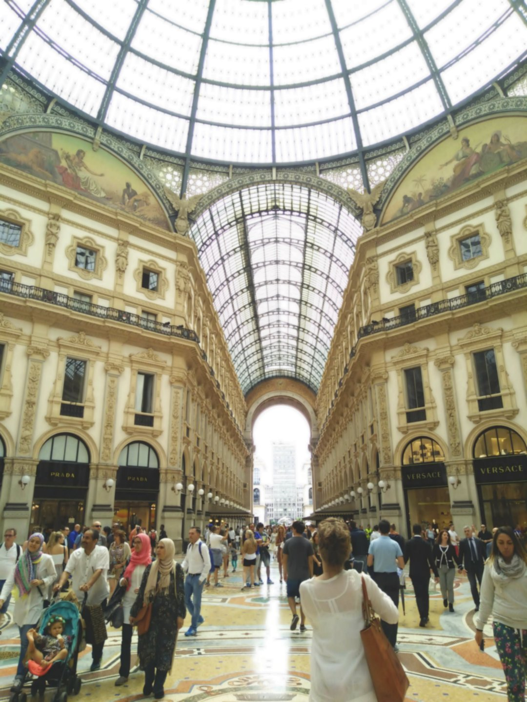 milan-italy-shopping