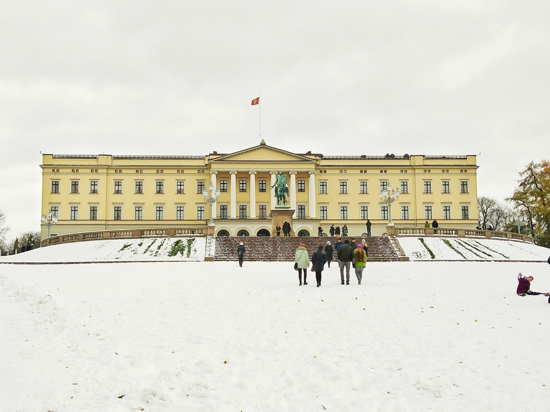 the-royal-palace-oslo-norway